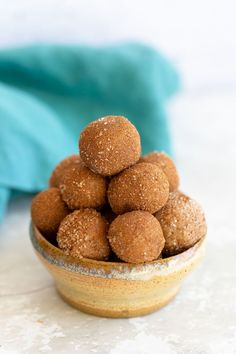 These 6 ingredient healthy vegan snickerdoodle bites taste just like a holiday cookie but are actually good for you. The perfect easy and kid-friendly snack for anyone in need for some energy on-the-go! #veganrecipes #snickerdoodles #snacks #energybites #blissballs Vegan Sweets, Vegan Snacks, Vegan Recipes, Snack Recipes, Snacks Ideas, Meal Ideas, Healthy Snacks, Food Ideas, Vegan Christmas Desserts