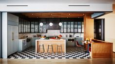 Here is the gorgeous Soho duplex loft of Naomi Watts and Liev Schreiber. Architectural Digest had the chance to shot the beautiful residence designed by Ariel Ashe and Reinaldo Leandro. Naomi Watts, Architectural Digest, Celebrity Kitchens, Celebrity Houses, Celebrity Bedrooms, Clarence House, Kitchen Nook, Apartment Kitchen, Kitchen Island