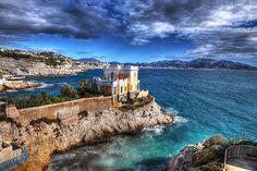 Villa sur la mer, Malmousque, Marseille #Marseille #tourismpaca #tourismepaca #landscape #paysage #blue #bleu #sea #mer #Mediterranee #clouds #nuages #sky #ciel #France