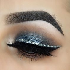 Pageant and prom makeup inspiration. With Pagea you will find even more beautiful make-up looks . - Pageant and prom makeup inspiration. With Pagea you will find even more beautiful make-up looks … - Cute Eye Makeup, Silver Eye Makeup, Silver Eyeshadow, Glitter Eyeliner, Gorgeous Makeup, Red Eyeliner, Beauty Makeup, Eyeshadow Guide, Bridal Hair