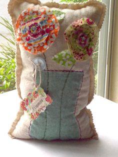 Flower Pillow, Bouquet Pillow, Flower Bouquet, Appliqued Pillow, Book End… Applique Pillows, Sewing Pillows, Sewing Crafts, Sewing Projects, Cute Pillows, Throw Pillows, Faith Crafts, Creative Textiles, Flower Pillow