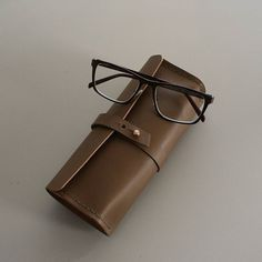 Leather eyeglasses case - pencil case #leathercase #leathergoods #accessories #eyeglasses #handsewn #handmade #shemakesbags Eye Glasses, Leather Case, Hand Sewing, Pencil, Craft Ideas, Instagram Posts, Handmade, Crafts, Bags