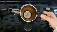 Çaydanlık Temizleme Yöntemi - Güzellik Olsun Coffee Maker, Kitchen Appliances, Plants, Teapot, Coffee Maker Machine, Diy Kitchen Appliances, Coffee Percolator, Home Appliances, Coffee Making Machine