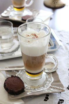 Sünis kanál: Bécsi melange csokoládéval Yummy Drinks, Coffee Time, Cake Cookies, Glass Of Milk, Latte, Pudding, Tea, Tableware, Recipes