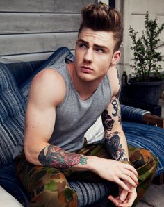 I honestly had such a dilemma on whether to highlight Thomas Davenport in my Model Behavior feature. Thomas Davenport, Estilo Hipster, Hipster Man, Hipsters, Boy Tattoos, Tattoos For Guys, Tatoos, Male Tattoo, Tattoo Ink