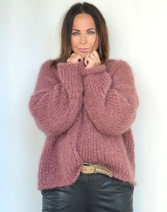 Strikkekit til klassisk mohair-bluse med V-udskæring- Køb her Big Knits, Mohair Sweater, Facon, Knit Patterns, Pulls, Knitted Hats, Knitwear, Knit Crochet, Sweaters For Women