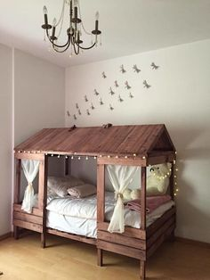 Cabin style bed made with palletsthese are the best pallet ideas! Childrens Bedroom Furniture, Bed Furniture, Kids Bedroom, Furniture Ideas, Bedroom Ideas, Children Furniture, Nursery Furniture, Bed Ideas, Furniture Companies