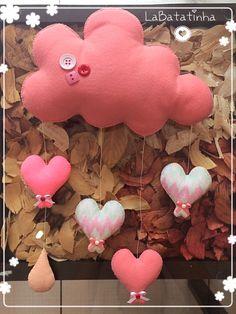 Mobile nuvens corações feltro