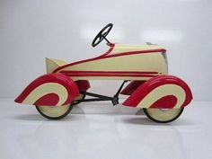 vintage pedal car--really? not in my neighborhood Antique Toys, Vintage Toys, Vintage Bikes, Vintage Stuff, Vintage Metal, Good Looking Cars, House Design Photos, Pedal Cars, Tin Toys