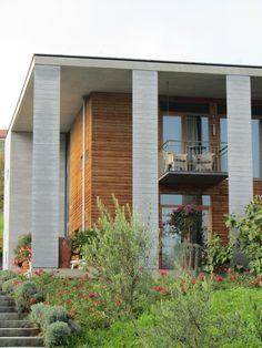 Eichenmassiholz - Fenster Garage Doors, Outdoor Decor, Home Decor, Windows, Timber Wood, Decoration Home, Room Decor, Carriage Doors, Interior Decorating