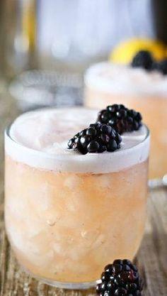Blushing Whisky Sour Cocktail ❤︎