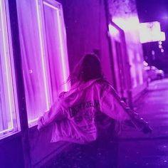 PURPLE AESTHETIC /// neon aesthetic / purple aesthetic photography / aesthetic w. Dark Purple Aesthetic, Violet Aesthetic, Lavender Aesthetic, Aesthetic Colors, Aesthetic Collage, Aesthetic Grunge, Aesthetic Photo, Aesthetic Girl, Aesthetic Pictures