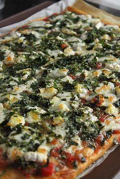 Pizza à l'ail des ours, mozzarella di buffala et fromage de chèvre