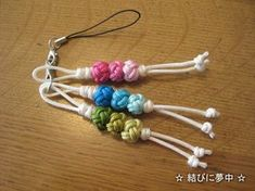 Braids using wrapped rings made on a couronne stick 2 by carol blackburn – Artofit Paracord Knots, Paracord Keychain, Paracord Bracelets, Macrame Owl, Macrame Knots, Paracord Projects, Macrame Projects, Macrame Tutorial, Bracelet Tutorial