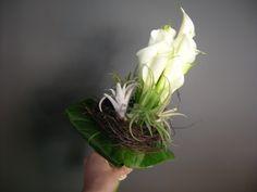 bruidsboeket - witte calla's verticaal - flowered by falenopsis boechout