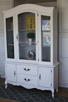 Refinished French Provincial Hutch Annie Sloan Pure White  Annie Sloan Paris Gray By Bella Rusa Vintage. Find us on FB and Instagram @bella_rusa_vintage
