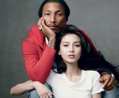 Pharrell Williams be chosen to model for GAP's Hong Kong campaign launch. By Annie Leibovitz Couple Photography Poses, Couple Portraits, Studio Portraits, Family Photography, Family Posing, Couple Posing, Couple Shoot, Studio Posen, Annie Leibovitz Photography