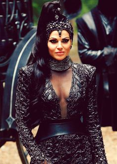 Once Upon a Time, Evil Queen (GOD I love her outfits!)