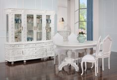 Glamour - We love old furniture Old Furniture, China Cabinet, Glamour, Storage, Home Decor, Products, Dining Room, Interior Decorating, Shabby Chic Dining
