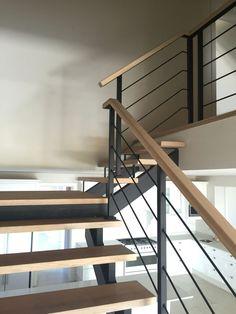 60 Ideas for pendant lighting stairwell modern Metal Staircase Railing, Modern Stair Railing, Balcony Railing Design, Staircase Railings, Modern Stairs, Staircase Design, Staircase Ideas, Bannister, Urban House