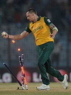 Dale Steyn effects the winning run-out, New Zealand v South Africa, World Group Chittagong, March 2014 Cricket Wicket, Cricket Bat, Cricket Sport, Sydney Cricket Ground, Team Games, Latest Sports News, Sports Stars, Funny Moments, A Team