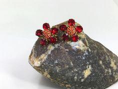 Beautiful Vintage Czech Ruby Glass Art Deco Screw Back Flower Earrings by LoubooluJewellery on Etsy Vintage Earrings, Vintage Jewelry, 1920s Art Deco, Screw Back Earrings, Flower Earrings, Jewelry Watches, Glass, Flowers, Jewellery