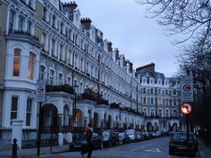 I love these London Townhouses.  If I lived there, I would definitely call one home.