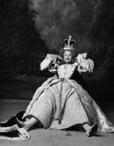 Helen Mirren, English Actresses, Actors & Actresses, Dame Helen, Best Actress Award, Cinema, Portraits, Queen Elizabeth Ii, Cannes Film Festival
