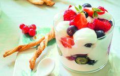Ricetta Spuma di yogurt con frutti rossi e grissini dolci - Le ricette de La Cucina Italiana