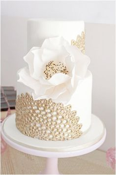 elegant wedding cake design ideas with gold lace patterns