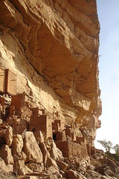 Bandiagara Escarpment . Dogon country . Mali
