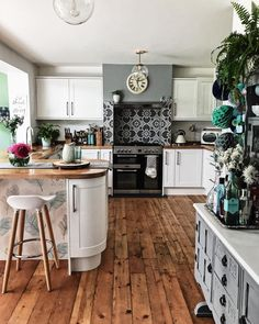 Rustic kitchen ideas for the home designer in you! Rustic kitchen ideas for the home designer in you Tidy Kitchen, Open Plan Kitchen, Home Decor Kitchen, New Kitchen, Home Kitchens, Kitchen Dining, Kitchen Ideas, Kitchen Walls, Awesome Kitchen