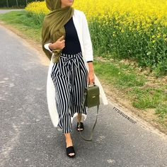 Discover recipes, home ideas, style inspiration and other ideas to try. Islamic Fashion, Muslim Fashion, Modest Fashion, Fashion Outfits, Modest Wear, Modest Outfits, Hijab Trends, Modern Hijab, Street Hijab Fashion