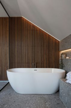 Dette badet får klesdesigner Maria Skappel Holzweiler i drømmemodus - Modena Fliser Modern Bathroom Tile, Bathroom Design Luxury, Bathroom Trends, Bathroom Interior, Small Bathroom, Master Bathroom, Bad Inspiration, Bathroom Inspiration, Vibeke Design