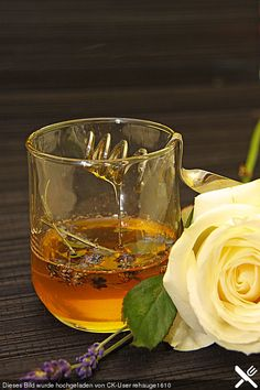 Lavendelhonig oder Rosenblütenhonig