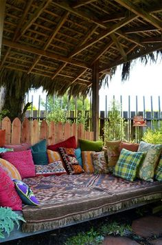 Day Bed, Moroccan, Thatch Tropical Landscaping Landscaping Network Calimesa, CA