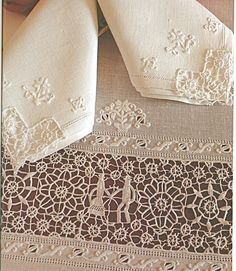 Patricia Girolami, More needlelace, this time it's Tuscan. Tavernelle work from Tavernelle Val di Pesa, Siena. This lace is not made anymore unfortunately. Needle Lace, Bobbin Lace, Antique Lace, Vintage Lace, Art Du Fil, Types Of Lace, White Embroidery, Hardanger Embroidery, Embroidered Lace