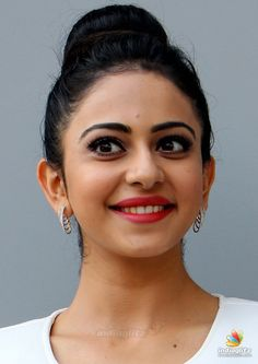 Indian Actress Rakul Preet Singh Face Close Up Beautiful Hair Style Most Beautiful Bollywood Actress, Bollywood Actress Hot Photos, Indian Actress Hot Pics, Bollywood Girls, Actress Photos, Beautiful Actresses, Tamil Actress, Beautiful Girl Photo, Beautiful Girl Indian