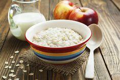 [Spéciale Petit-déj'☕] 6 recettes de porridge pour un petit déjeuner plein d'énergie ! #porridge #petit-déjeuner #recettes Breakfast Porridge, Rice, Fruit, Cooking, Healthy, Food, Morning Breakfast, Being Healthy, Recipes