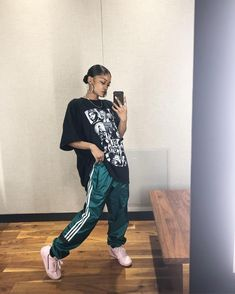 Streetwear fashion fashion shamaira on dress better than your nigga dope outfits dope dopeoutfits dress fashion nigga outfits shamaira streetwear Chill Outfits, Cute Casual Outfits, Edgy Outfits, Retro Outfits, Fashion Outfits, Dress Fashion, Grunge Outfits, Sporty Tomboy Outfits, Fashion Tips