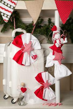 Χριστουγεννιάτικο σετ βάπτισης για αγόρι και κορίτσι με κόκκινα αστέρια και χιονάνθρωπο. Christmas Christening set. #christmasChristening #Christmasdecoration #christmasbaptism