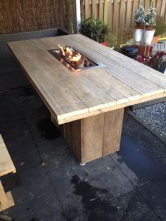 Fire Pit Table, Diy Fire Pit, Pallet Furniture, Garden Furniture, Cement Patio, Patio Curtains, Outdoor Coffee Tables, Garden Table, Backyard Projects