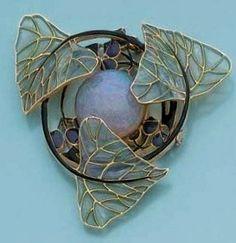 Laliqie - 1900 Pendant. Opal/ plique-à-jour enamel/ gold