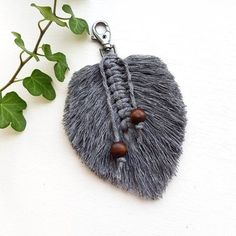 Discover recipes, home ideas, style inspiration and other ideas to try. Etsy Macrame, Macrame Art, Macrame Projects, Micro Macrame, Diy Keychain, Keychains, String Crafts, Macrame Earrings, Macrame Patterns