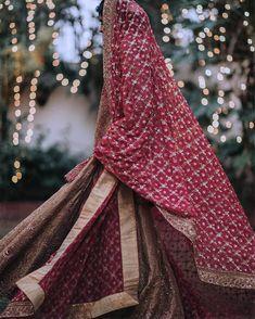 Jaalidar or Checkered Bridal Dupatta Make a Major Comeback! Designer Bridal Lehenga, Indian Bridal Lehenga, Bridal Lehenga Choli, Pakistani Bridal Dresses, Indian Bridal Outfits, Indian Bridal Fashion, Indian Bridal Wear, Indian Wear, Muslim Wedding Dresses