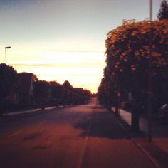 Solen er på vej ned og mandagen er ved at være slut, på vej hjem fra Sankt Hans med god stemning! Glemte desværre at tage et godt bål billede, men håber I nød jeres bål :D Imorgen kommer tirsdag og der vil være endnu kortere tid til første #PicnicFyn bliver skudt i gang! Håber I kommer forbi og møder os, vi glæder os til at se alle til en kæmpe picnic på den berømte gade! Gade, Picnic, Odense, Country Roads, Celestial, Sunset, Instagram Posts, Outdoor, Outdoors