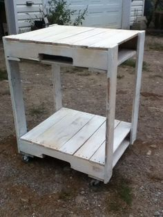 Mircowave cart made out of pallets. Don't have a microwave, but could be useful for placing other devices.