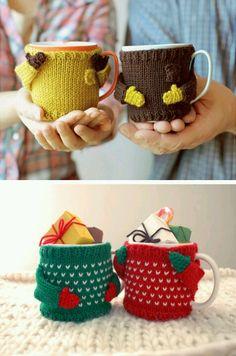 New Crochet Christmas Patterns Mug Cozy Ideas Crochet Mug Cozy, Crochet Mittens, Crochet Gifts, Crochet Dolls, Christmas Crochet Patterns, Crochet Christmas, Crochet Accessories, Craft Fairs, Crochet Projects