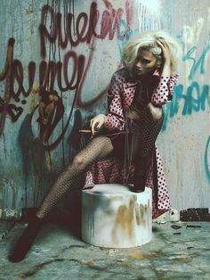 Very very cool street fashion! It's so grunge, so provocative... I love it! It inspires me and it excites me!