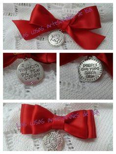 Lazos con medallitas para bebes.